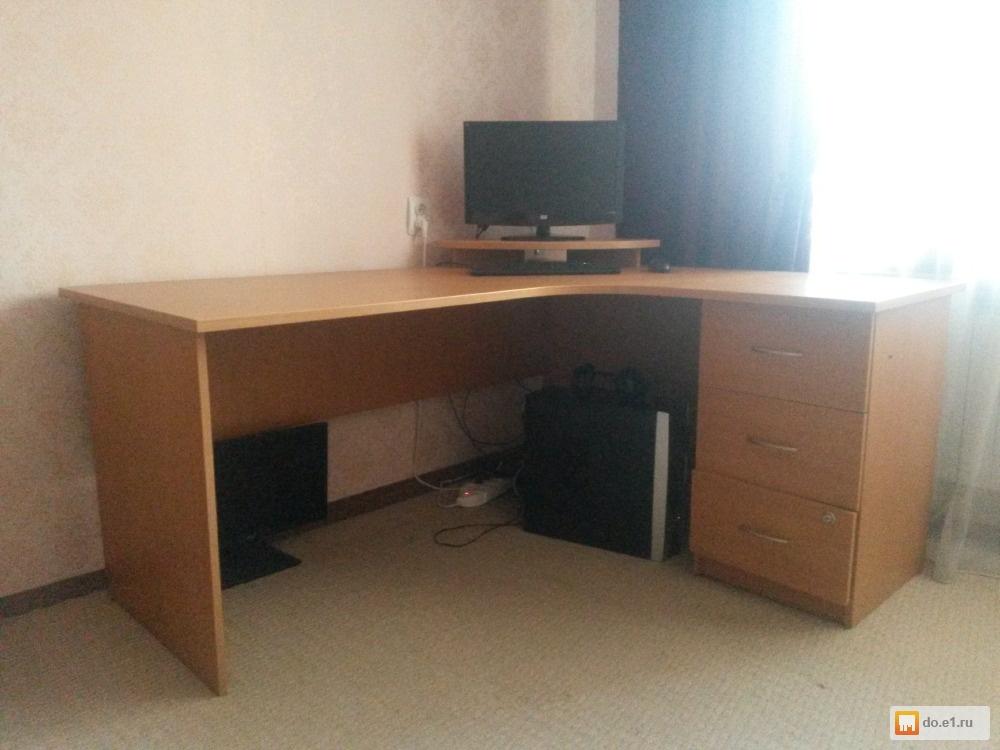 Стол офисный угловой с тумбой  б/у