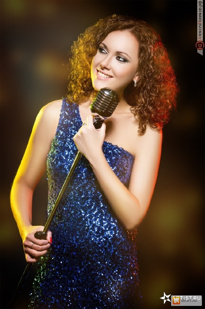 Певица на праздники