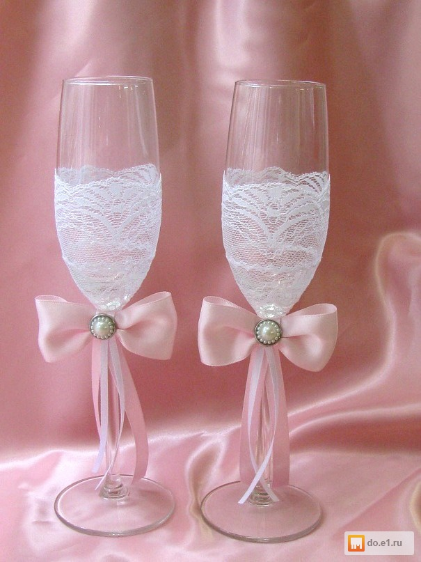 Свадебные бокалы с кружевом и лентами