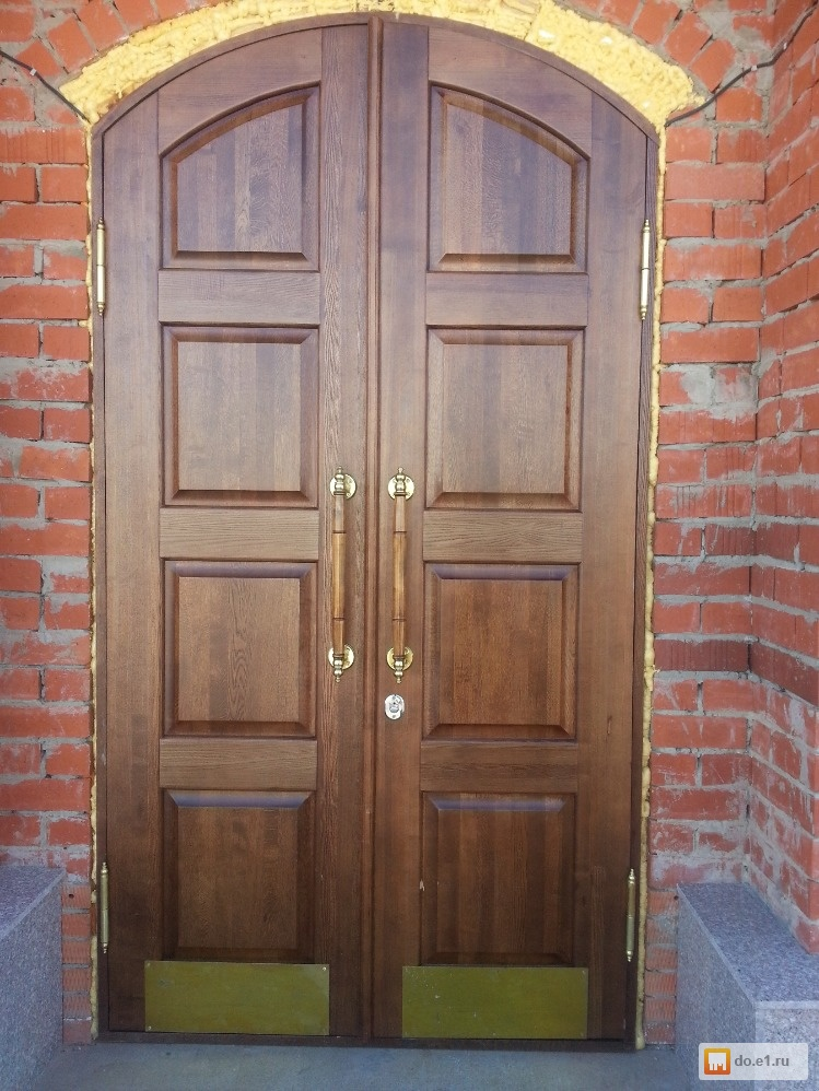 двери входные в храм из дерева