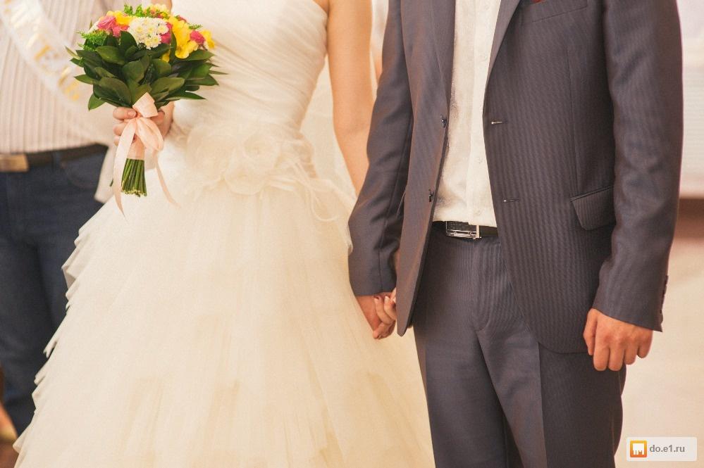 Фото молочных свадебных платьев