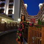 Вечернее платье яркой расцветки, Екатеринбург
